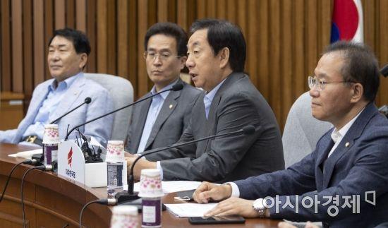 김성태 자유한국당 원내대표가 31일 국회에서 열린 원내대책회의에 참석, 모두발언을 하고 있다./윤동주 기자 doso7@
