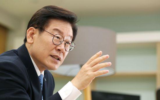 """이재명의 경찰 압수수색 '반격'…""""6년 해묵은 문제 그만하자"""""""