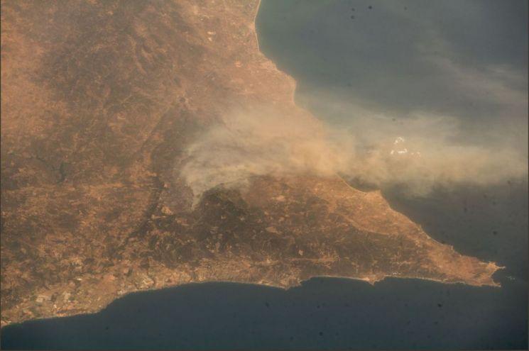 독일의 우주인 알렉산더 거스트가 지난 6일 트위터를 통해 공개한 우주에서 바라본 포트투갈 풍경. 거스트는 포르투갈을 두고서 먼지와 사막, 연무가 뒤섞여 있는 것 같다고 표현했다.