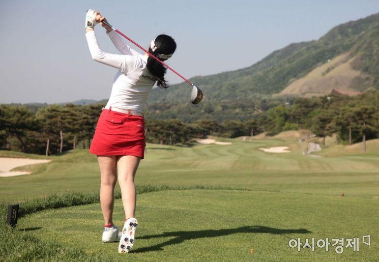 """[신두철의 골프세상] """"여성 고수의 쇼트게임을 배우자"""""""