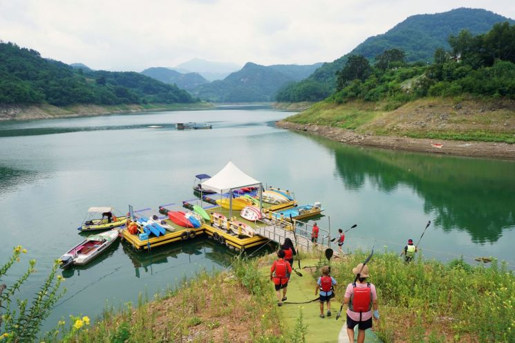 [조용준의 여행만리]시골 마을이 내어준 '힐링 놀이터'