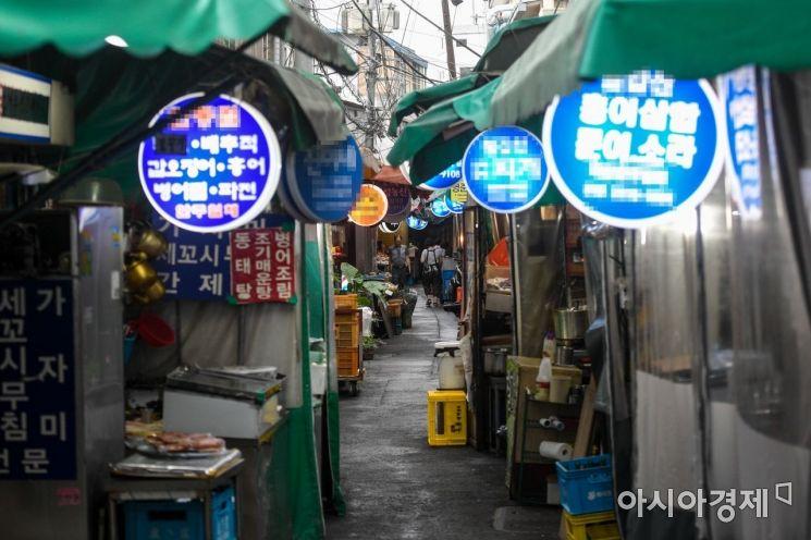 서울 중구 음식점 밀집 지역이 한산한 모습을 보이고 있다.
