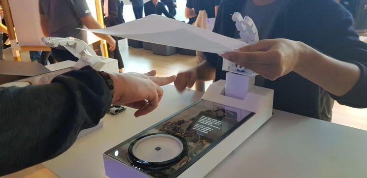 [IFA 2018] 혁신 스타트업 관계자도 줄서서 구경한 구글·아마존 AI