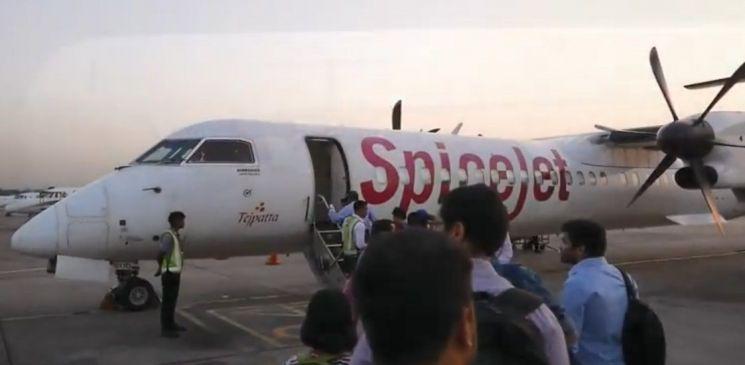 인도의 저가 항공사 스파이스젯의 봄바르디아 Q400 항공기.[사진=유튜브 화면캡처]