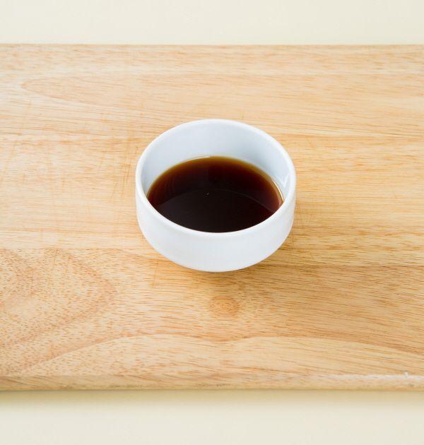 2. 분량의 조림장 재료를 섞는다. (간장 3, 물엿 1, 설탕 0.3, 맛술 1)