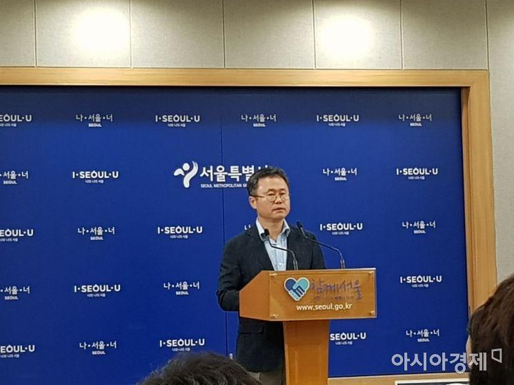 나백주 서울시 시민건강국장이 11일 오후 서울시청 브리핑룸에서 메르스 대책을 설명하고 있다.