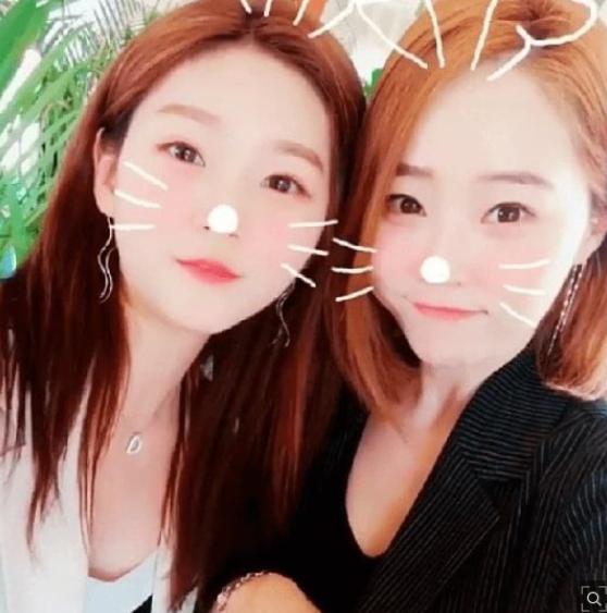 배우 김새론(좌)과 김새론 어머니(우) / 사진=인터넷 커뮤니티 캡처