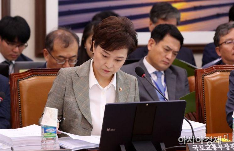 [포토] 국토위 출석한 김현미 장관