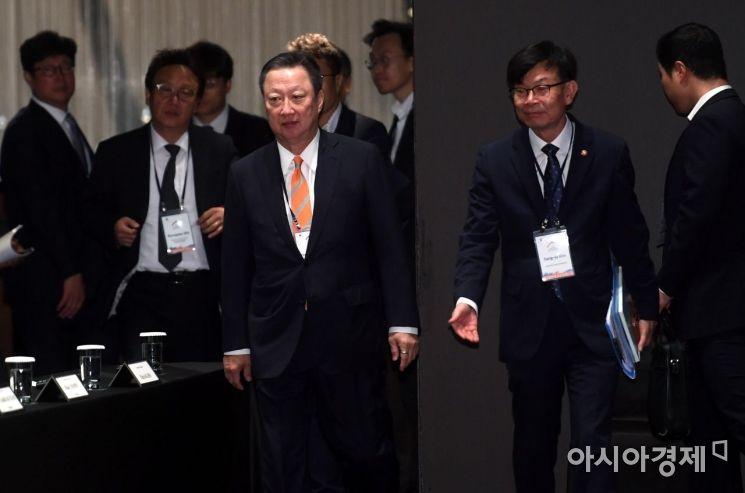 [포토] 입장하는 박용만-김상조
