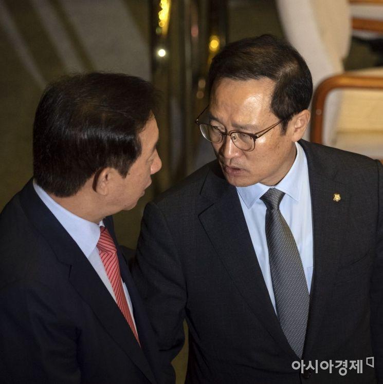 [포토] 본회의장에서 만난 홍영표-김성태