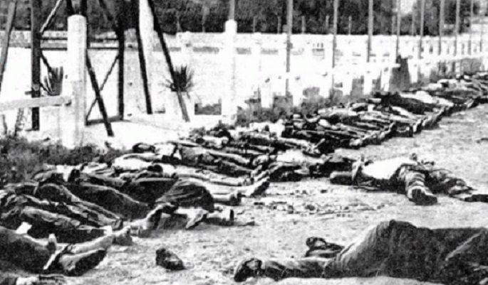 알제리 독립전쟁 당시 프랑스군의 학살로 사망한 알제리인들의 모습(사진=위키피디아)
