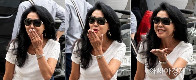 [포토] 이재명 지지자 향해 키스 날리는 김부선