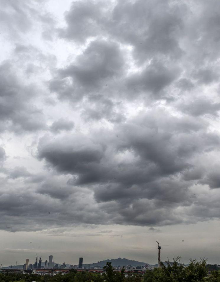 [오늘날씨] 전국 구름 많고 일부 지역 비소식…미세먼지 '나쁨'