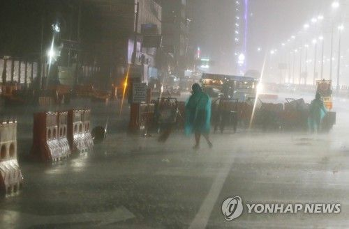 필리핀에 상륙한 슈퍼태풍 '망쿳'. 사진=연합뉴스