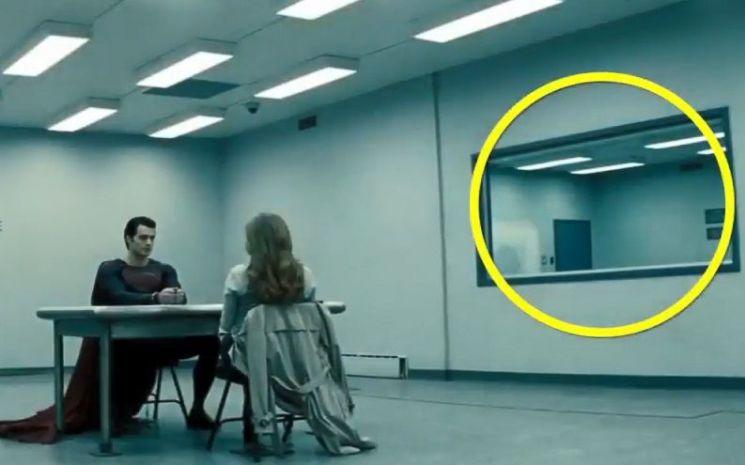 취조실의 거울은 빛을 이용한 눈속임입니다. [사진=유튜브 화면캡처]