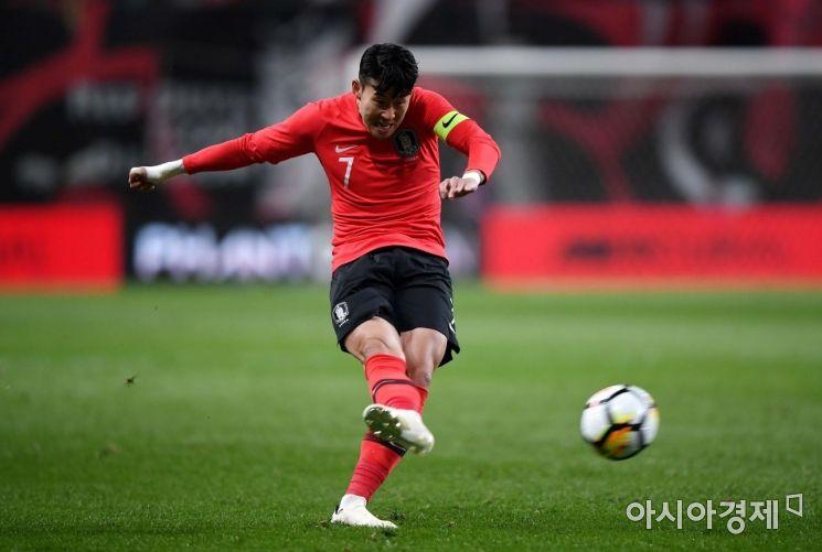 [포토] 손흥민, '프리킥은 내가 전담'