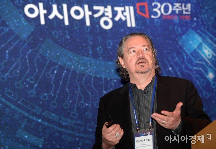 마니 에가르 퀀텍스 회장이 16일 서울 여의도 전경련회관 그랜드볼룸에서 아시아경제 주최로 열린 '2018 블록체인 플레이그라운드'에서 기조강연을 하고 있다. /문호남 기자 munonam@