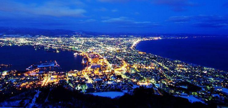 1854년 일본 개항 이후 러시아의 남하에 대비해 요새와 도시가 만들어진 홋카이도 하코다테시의 야경모습.(사진=일본 홋카이도 하코다테시 공식 관광사이트/https://www.hakodate.travel/kr)