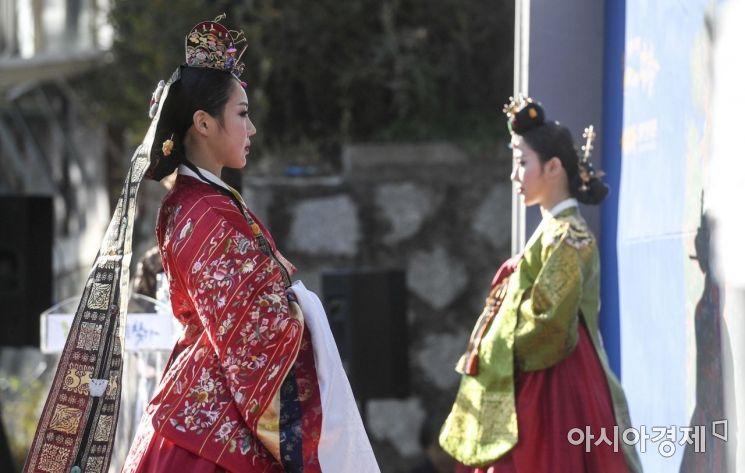 [포토] 옆선이 아름다운 조선 왕실의 옷