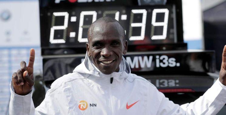 2시간 1분 39초 기록으로 마라톤 세계 기록을 세운 케냐의 엘리우드 킵초게. 사진 = AP/연합