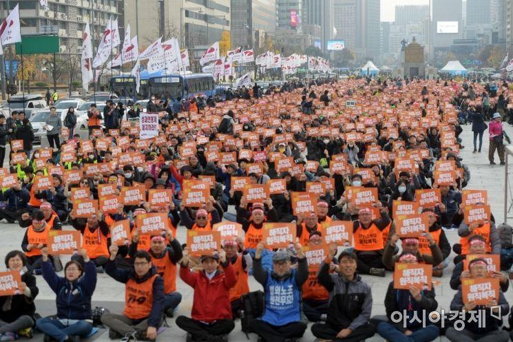 [포토]구호 외치는 전국공무원노동조합