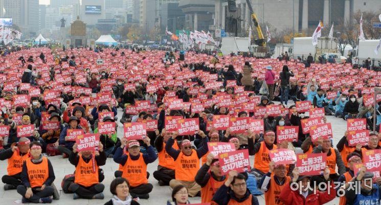 [포토]광장에 울려 퍼지는 전국공무원노동조합 목소리