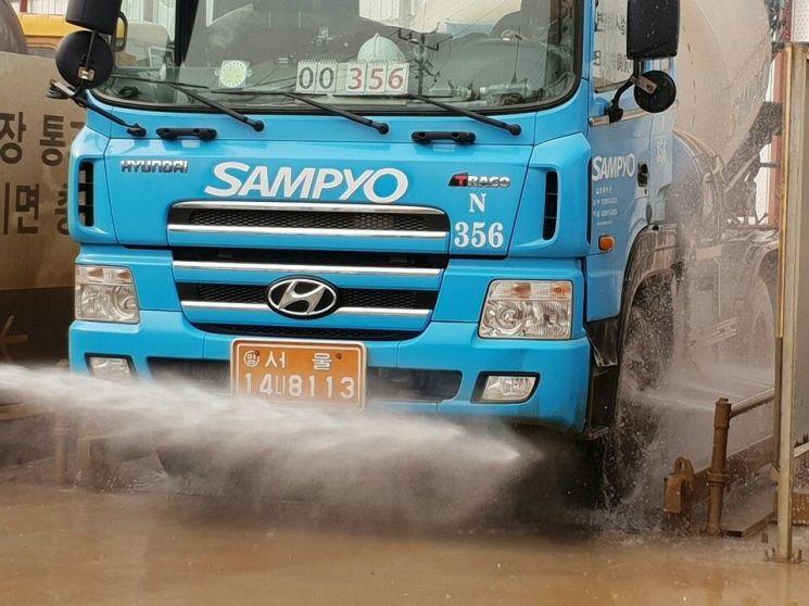 공사장에 설치된 차량 세륜시설(사진=서울시 제공)