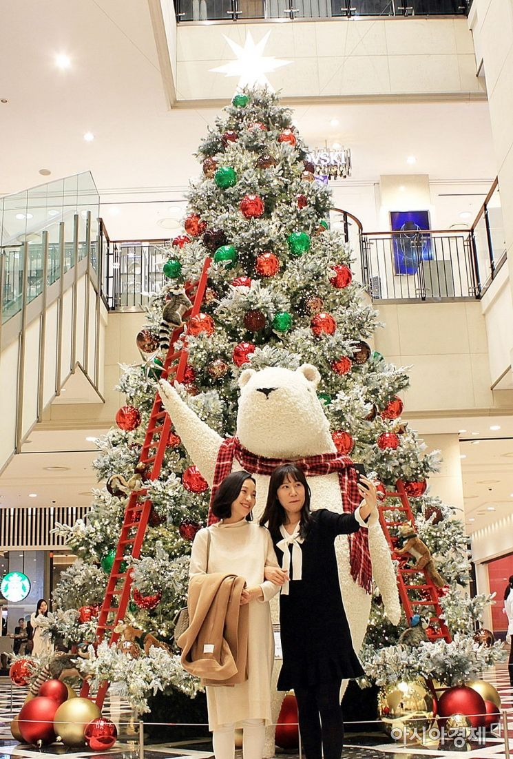 Happy Christmas with Gwangju Shinsegae and Foo Vila