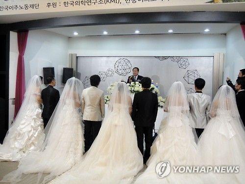 다문화 가정 결혼식. 사진은 기사 중 특정표현과 관계없음. 사진=연합뉴스