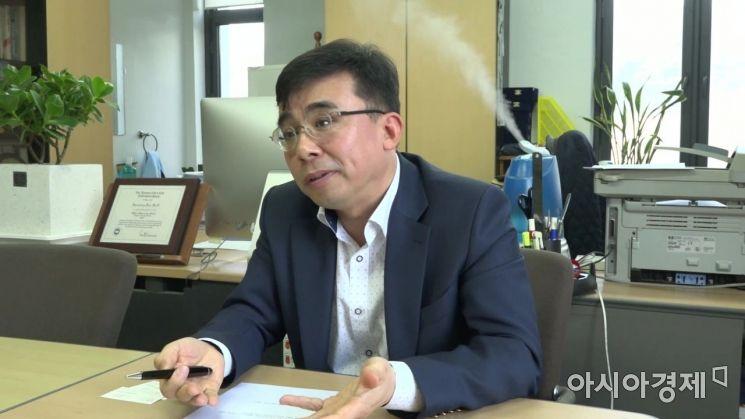 """로또 당첨 번호, 통계 분석을 통해 확률을 높일 수 있을까? 연세대 김현중 교수는 """"불가능 하다""""며 학문적 근거를 설명했다. 사진 = 최종화 PD"""