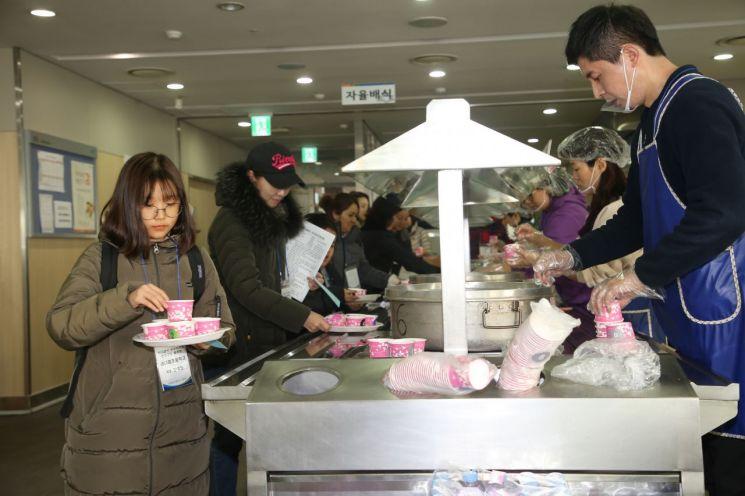 [포토]금천구 '학교급식 우수식재료 친환경 쌀 공동구매 품평회' 개최  - 아시아경제