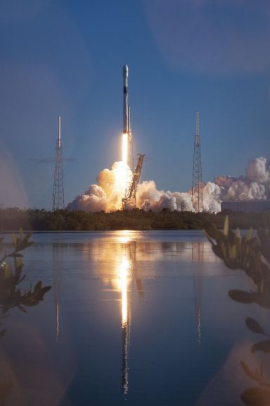 미국 민간 우주탐사업체 스페이스X가 지난해 12월 23일(현지시간) 플로리다주 케이프커내버럴 공군기지에서 'GPS Ⅲ' 위성을 쏘아 올리고 있다(사진=EPA연합뉴스).