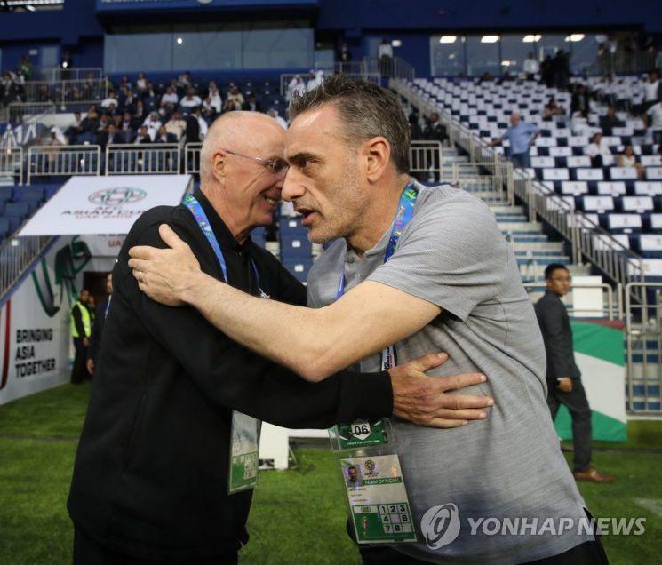 필리핀 에릭손 감독과 한국 파울루 벤투 감독/사진=연합뉴스