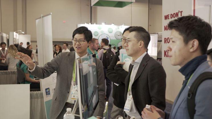 오상훈 럭스로보 대표(왼쪽 첫번째)(사진=럭스로보 제공)