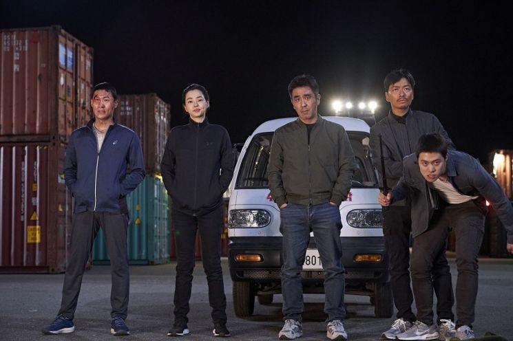 '극한직업', '신과함께' 제치고 역대 박스오피스 2위 - 아시아경제