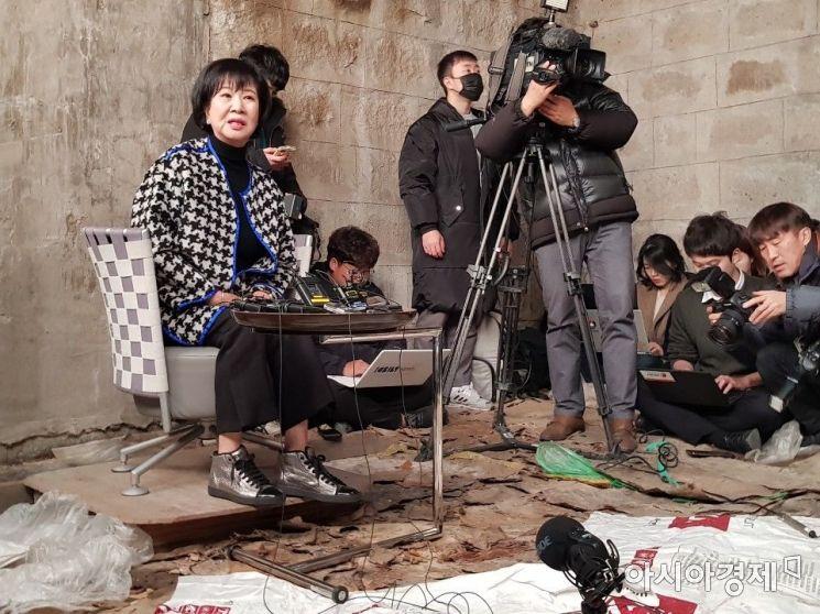 손혜원 무소속 의원이 지난달 23일 오후 목포에서 기자회견을 진행하고 있다.