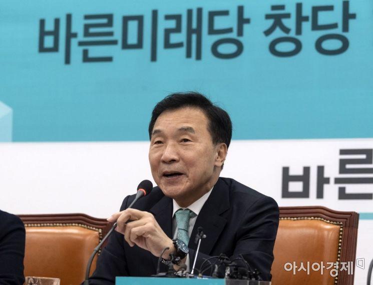 손학규 바른미래당 대표가 12일 국회에서 창당 1주년 기자회견을 갖고 있다./윤동주 기자 doso7@