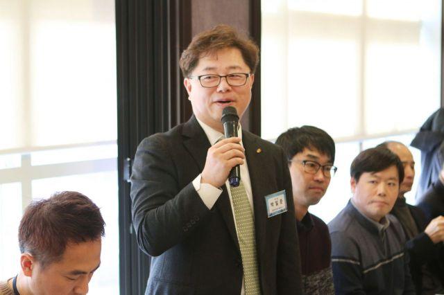 박일준 동서발전 사장이 12일 정부세종청사 인근 식당에서 열린 기자간담회에서 인사말을 하고 있다.
