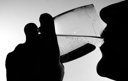 [화제의 연구]다이어트 음료, 하루 2잔 이상 마시면 뇌졸중 위험 23%↑ - 아시아경제