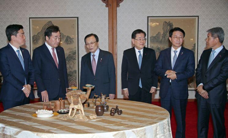 """당정청,'상생형 일자리' 확산 """"대기업-중소·중견, 2가지 모델 추진"""" - 아시아경제"""