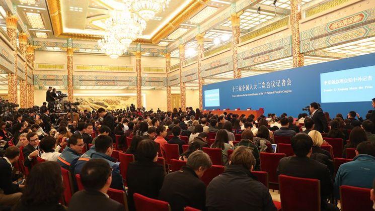 리커창 2시간반 기자회견…경제·대외관계 질문 쇄도(종합)