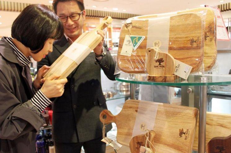 광주신세계 '캄포 나무' 도마 선보여