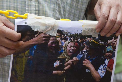 中, 신장 '반테러·인권보장 백서' 발표에 국제사회 비난