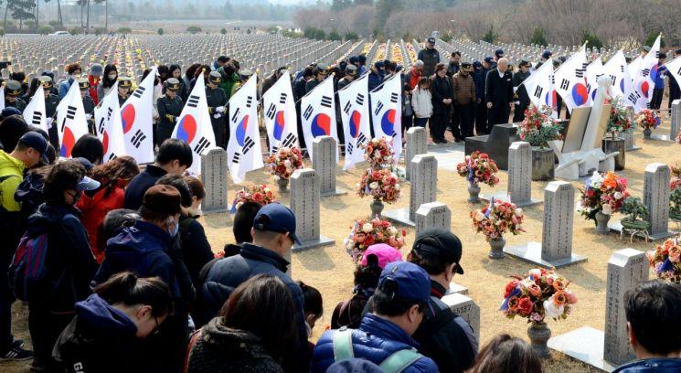 훈련 쉬쉬…'서해수호의 날' 조용한 軍
