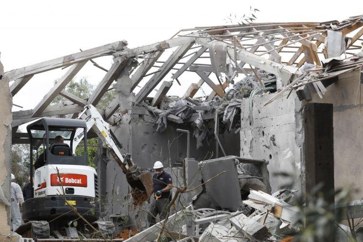 이스라엘 가정집에 로켓 떨어져…7명 부상