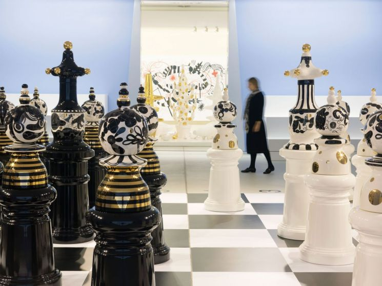 The Tournament, 2009, Ceramics & wood, Courtesy of the Groninger Museum, NL