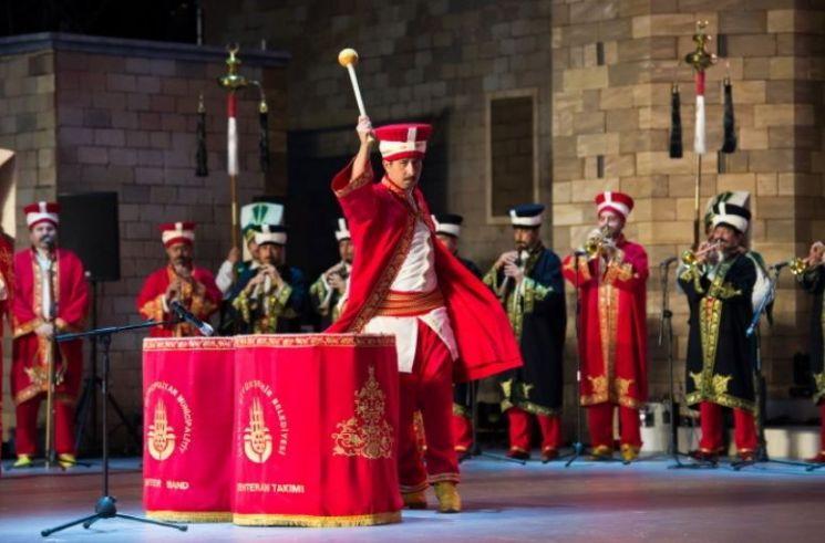 지난 2014년 경주에서 열린 '이스탄불 in 경주' 행사에서 공연 중인 메흐테르 군악대의 모습(사진=국방홍보원)