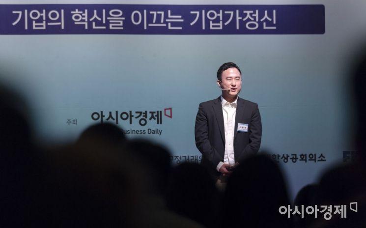 아시아경제주최로 22일 서울 중구 대한상의에서 열린 '2019아시아미래기업포럼'에서 이준행 스트리미 & 고팍스 공동창업자 겸 CEO가 '신 기업가정신과 가치'라는 주제로 강연을 하고 있다./윤동주 기자 doso7@