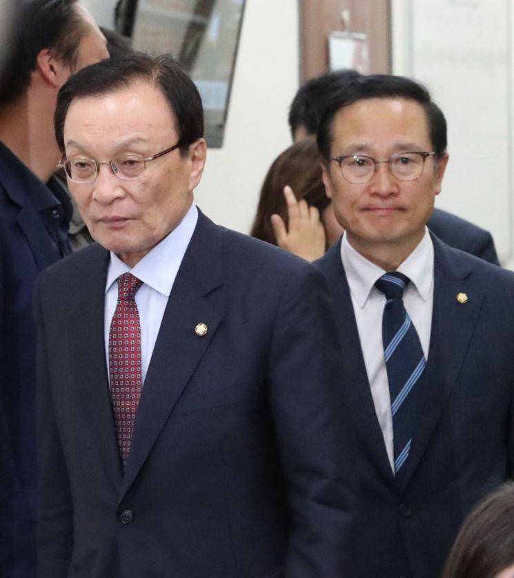 """민주 """"한국당, 오전중에 고발"""" 이해찬 """"징역 7년 이하 2000만원 벌금"""""""