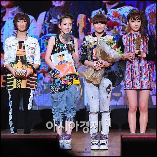 2NE1, 디지털 뮤직어워드 3관왕 기염①